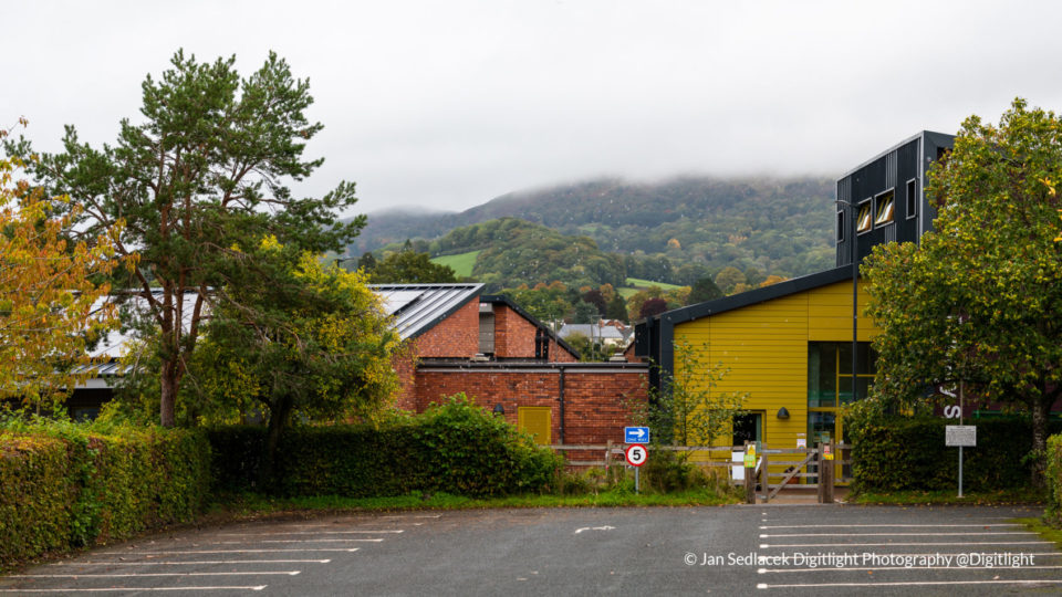 Colwall primary exterior in Autumn