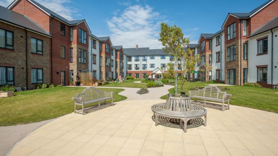 Arnolds Way, Extra Care Home exterior grounds